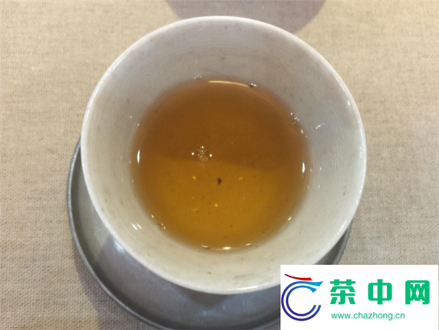 2016年大益老树圆茶开汤